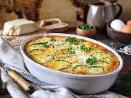 Приготвяне на рецепта Бърза, лесна и вкусна запеканка с тиквички, сирене, кашкавал и яйца на фурна